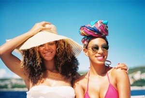 beyonce with straw hat